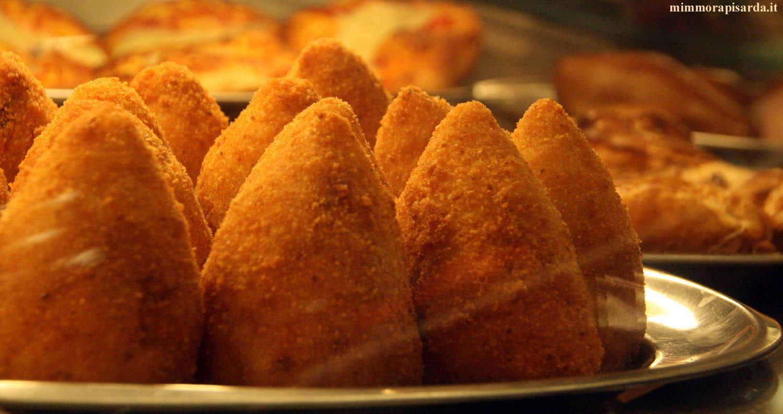 Gourmet l 39 arancino di riso alla messinese quello con la punta chiara farsaci chiara farsaci - Impasto per tavola calda siciliana ...
